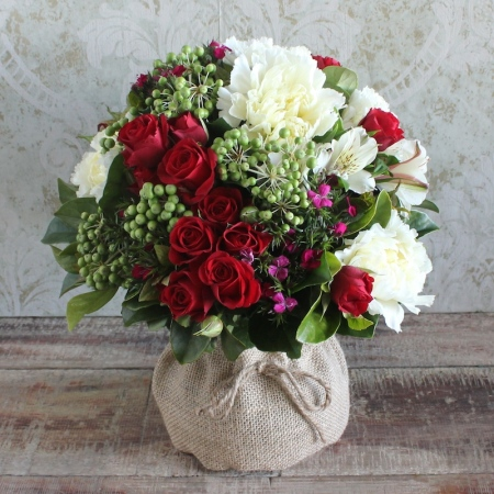 christmas-posy-in-a-vase