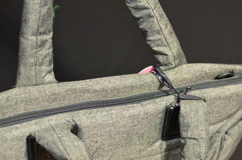zipper-and-shoulder-strap-hooks